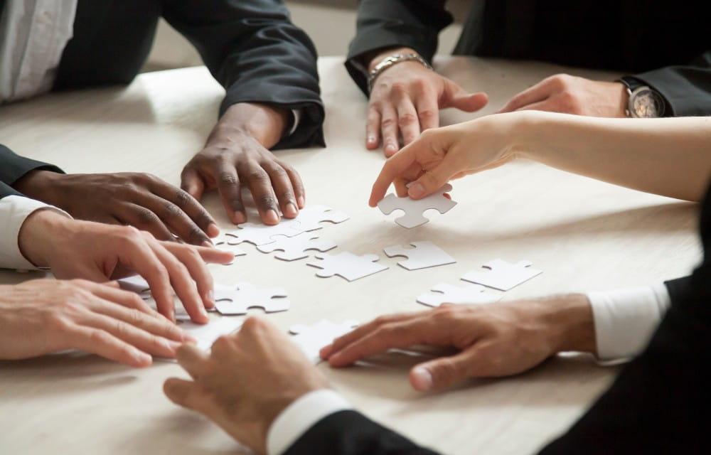 PROFESIONALES CLAVE EN LA COMUNICACIÓN CORPORATIVA PROFESIONALES CLAVE EN LA COMUNICACIÓN CORPORATIVA
